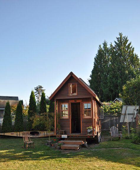 Tiny house in yard, Portland by Tammy / Wikimedia *